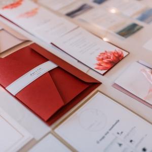 fab565bee9 B-LINE design · Meghívó-vendégkönyv-ültetőkártya. Budapest. Prémium esküvői  ...